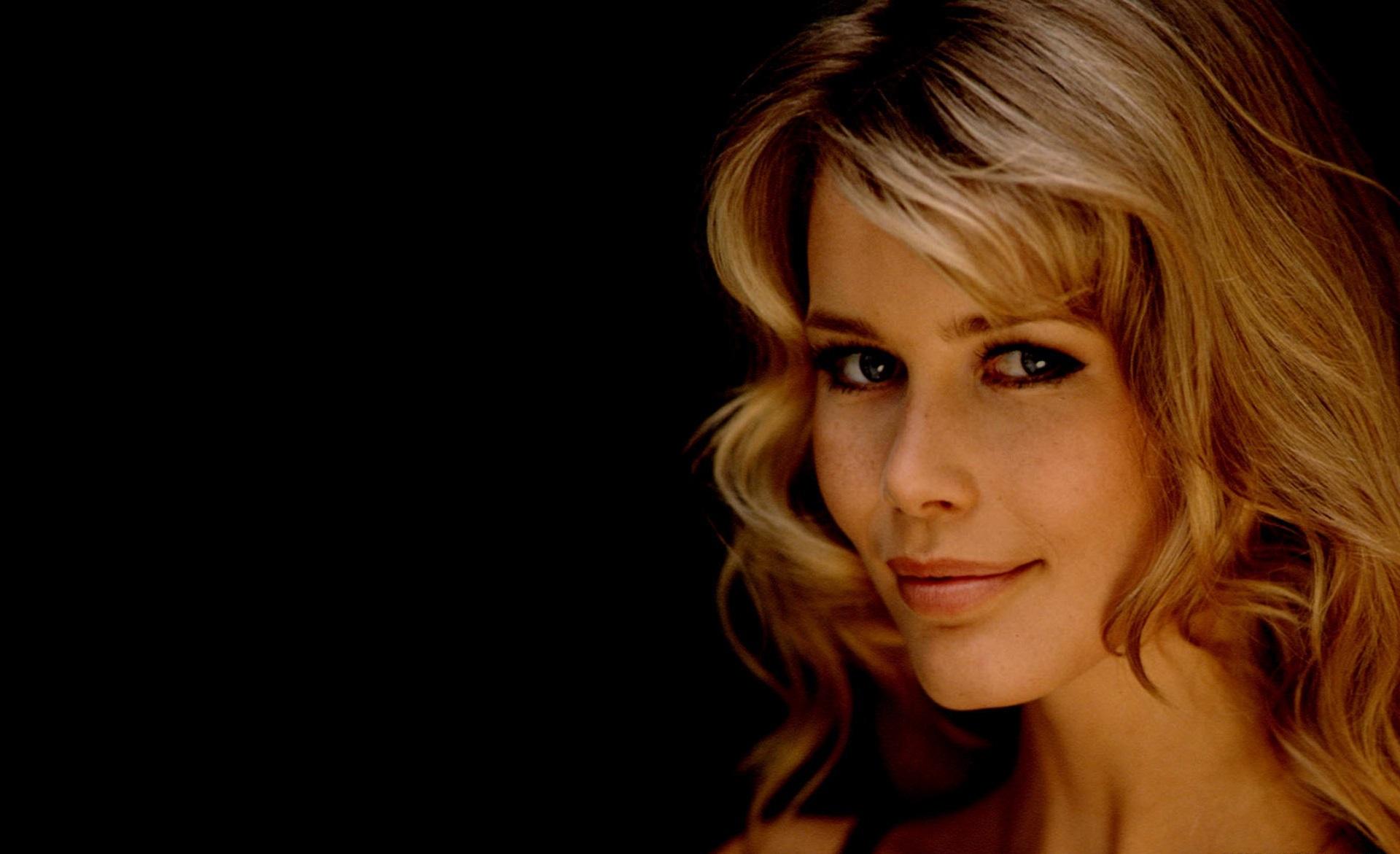 Claudia Schiffer Background