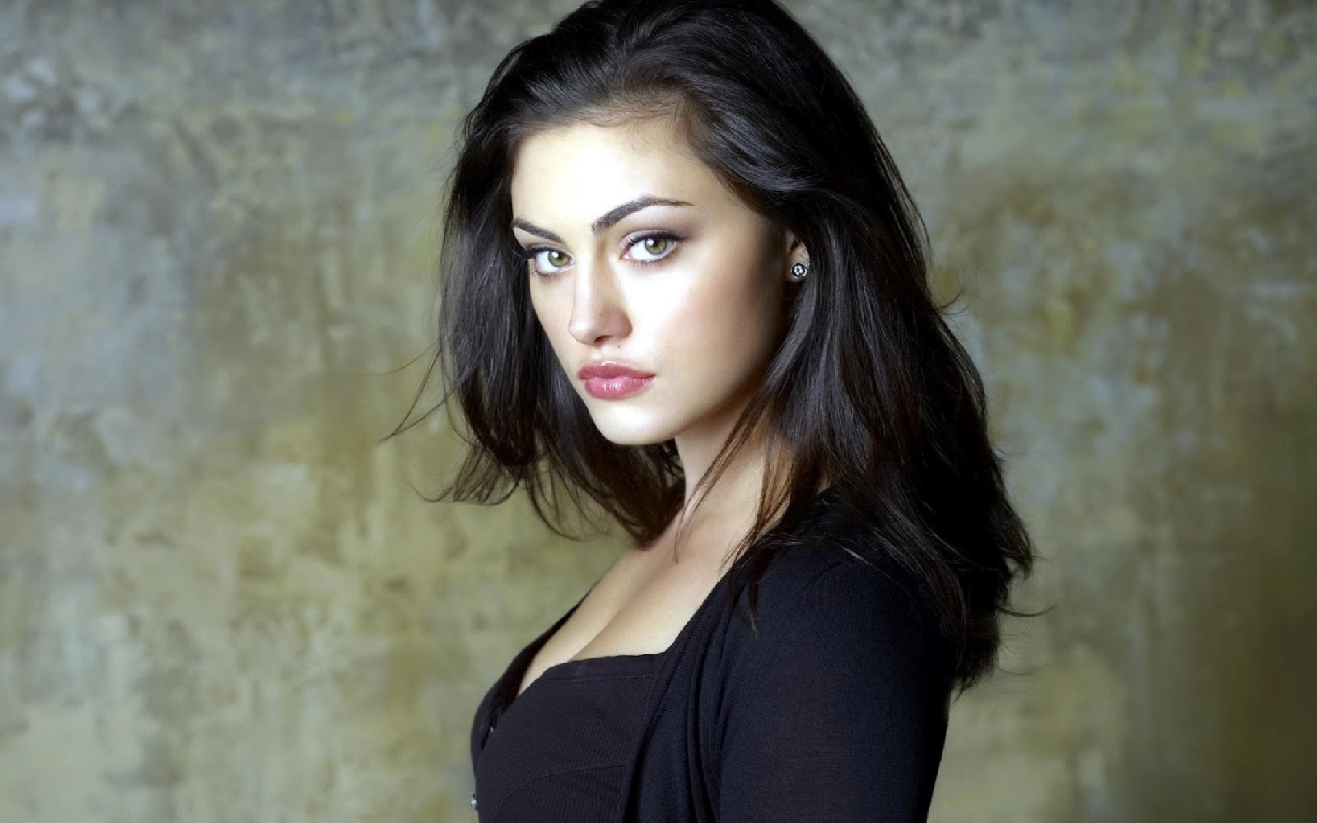 Daily Phoebe Tonkin Photos