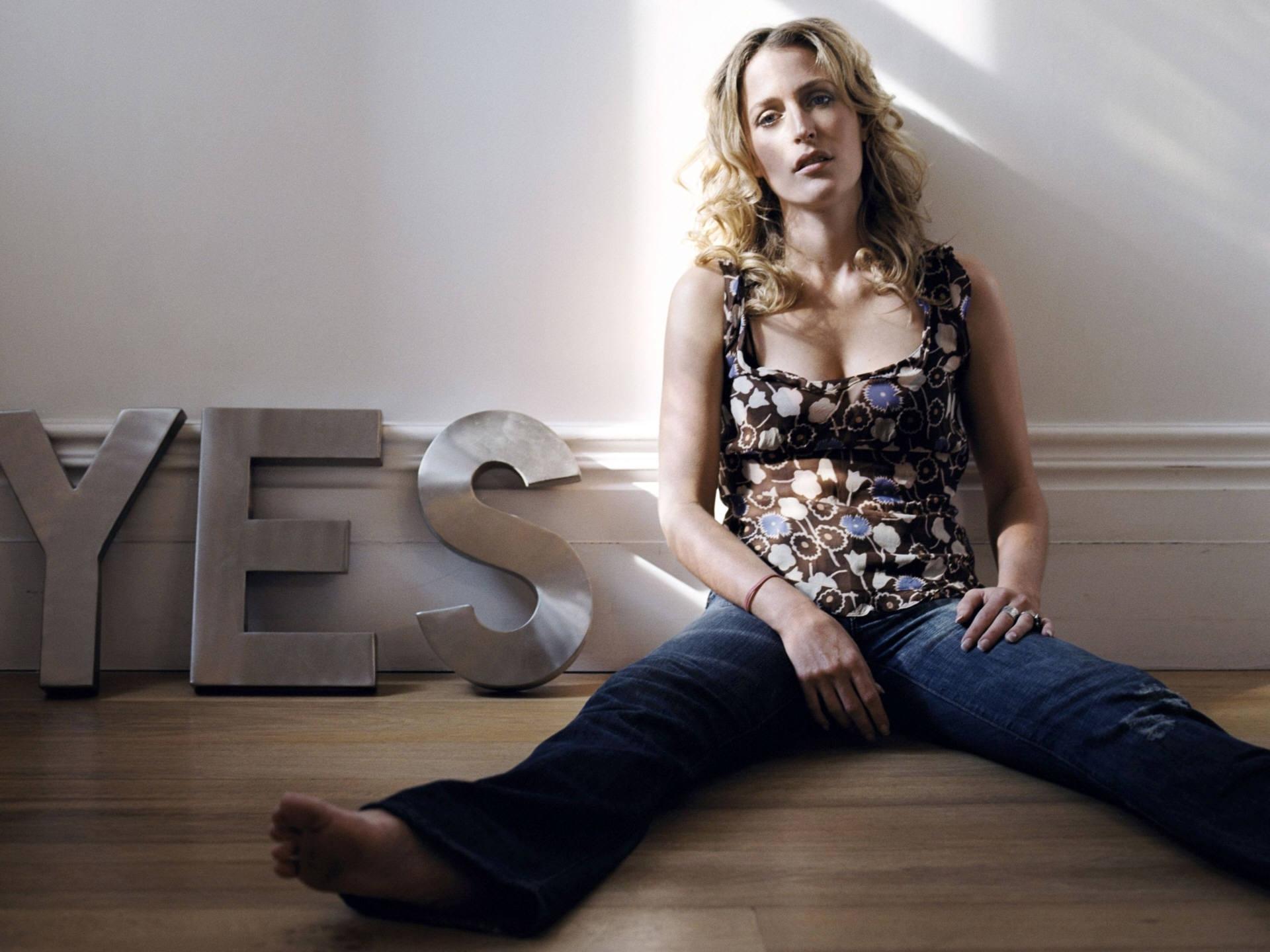 Gillian Anderson Hd Background
