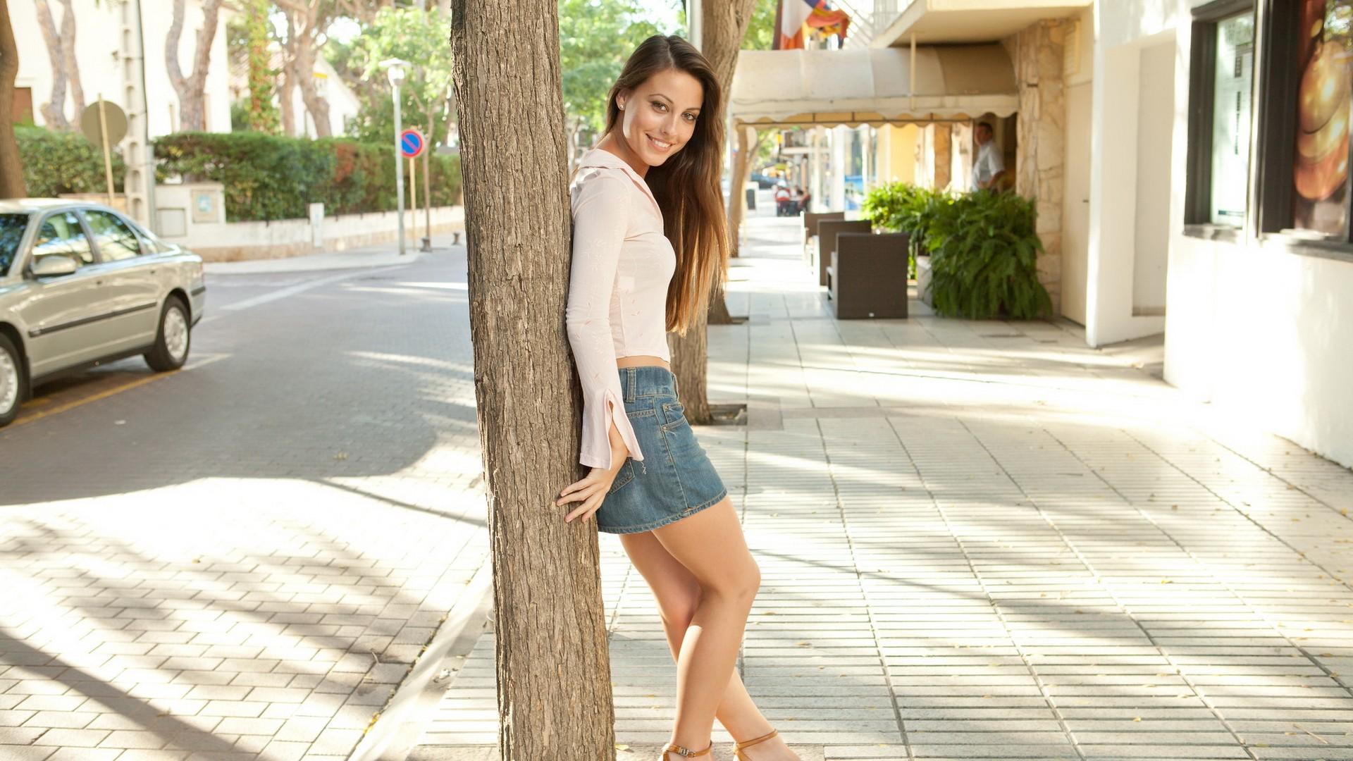 Lorena B Toples
