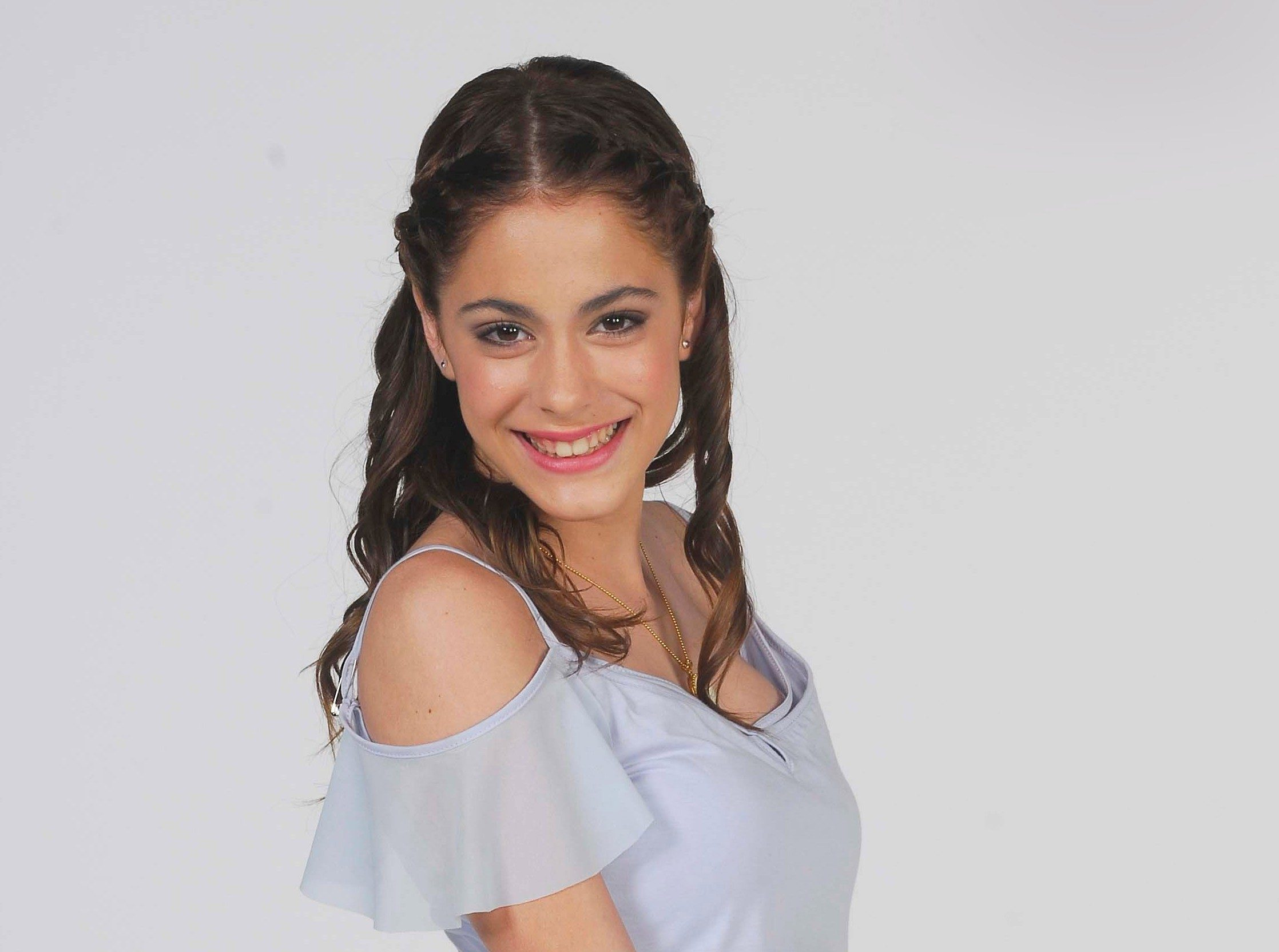 Martina Stoessel Hd Background