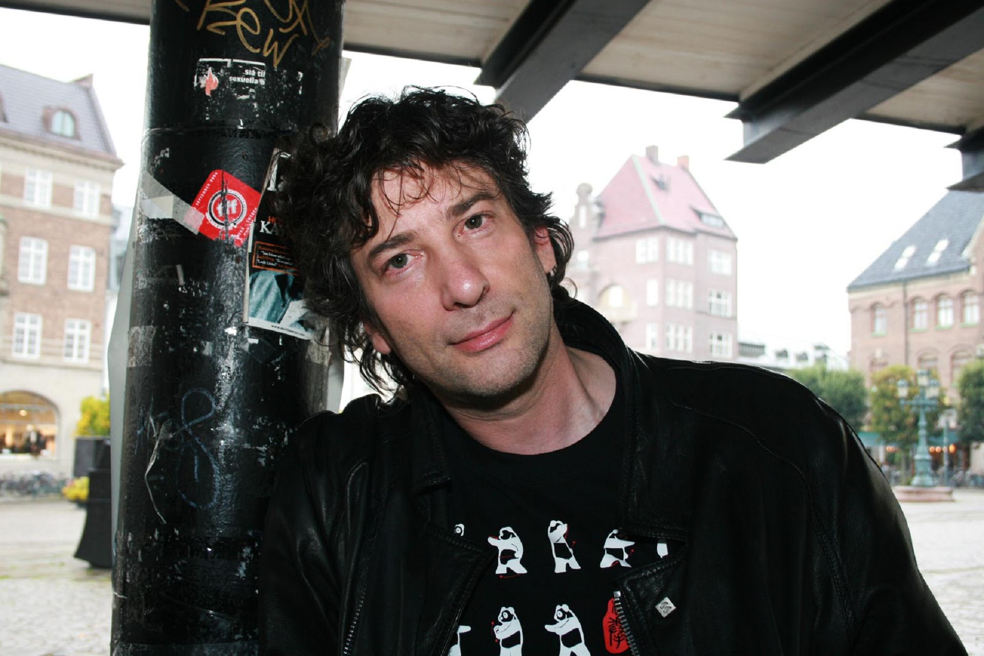 Neil Gaiman Widescreen