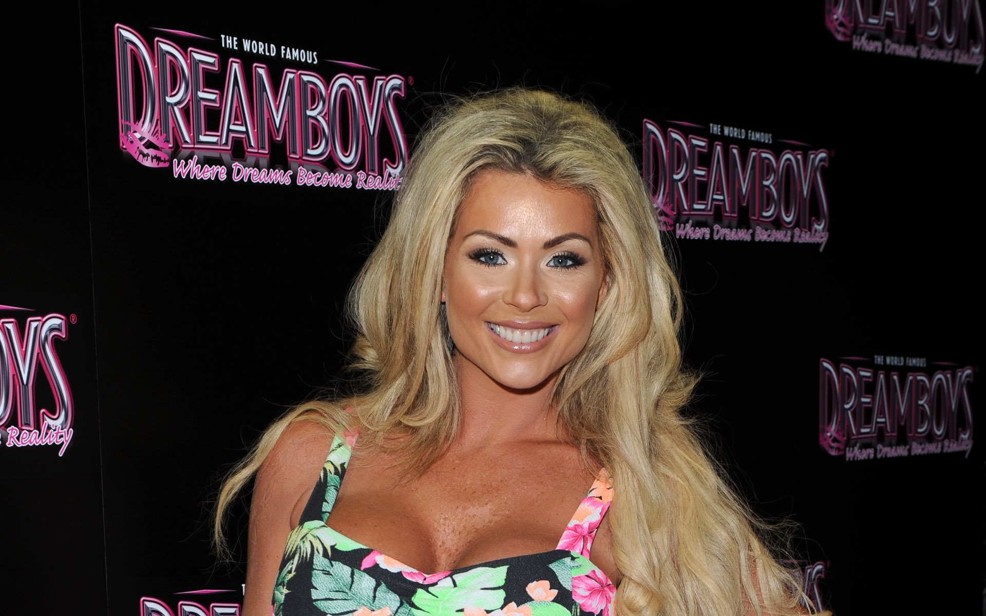 Nicola Mclean Wallpaper