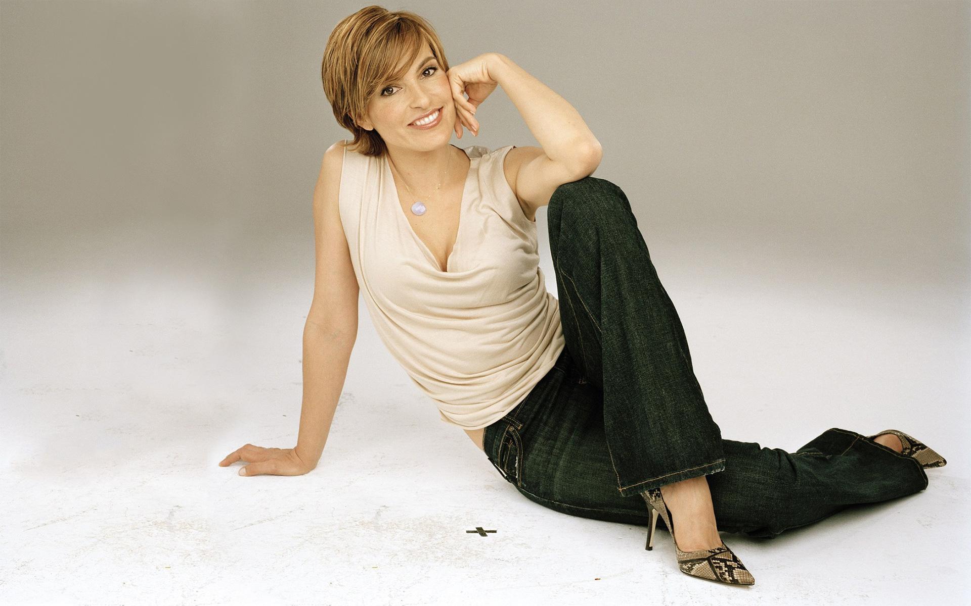 Pictures Of Mariska Hargitay