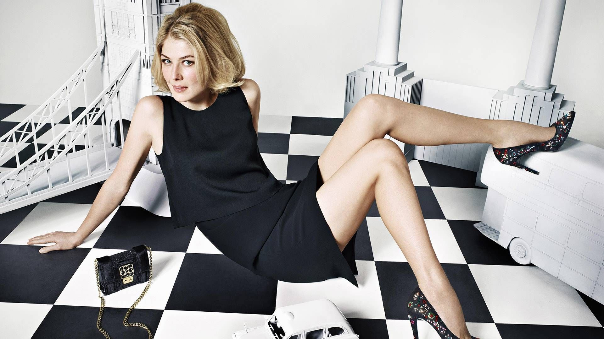 Pictures Of Rosamund Pike