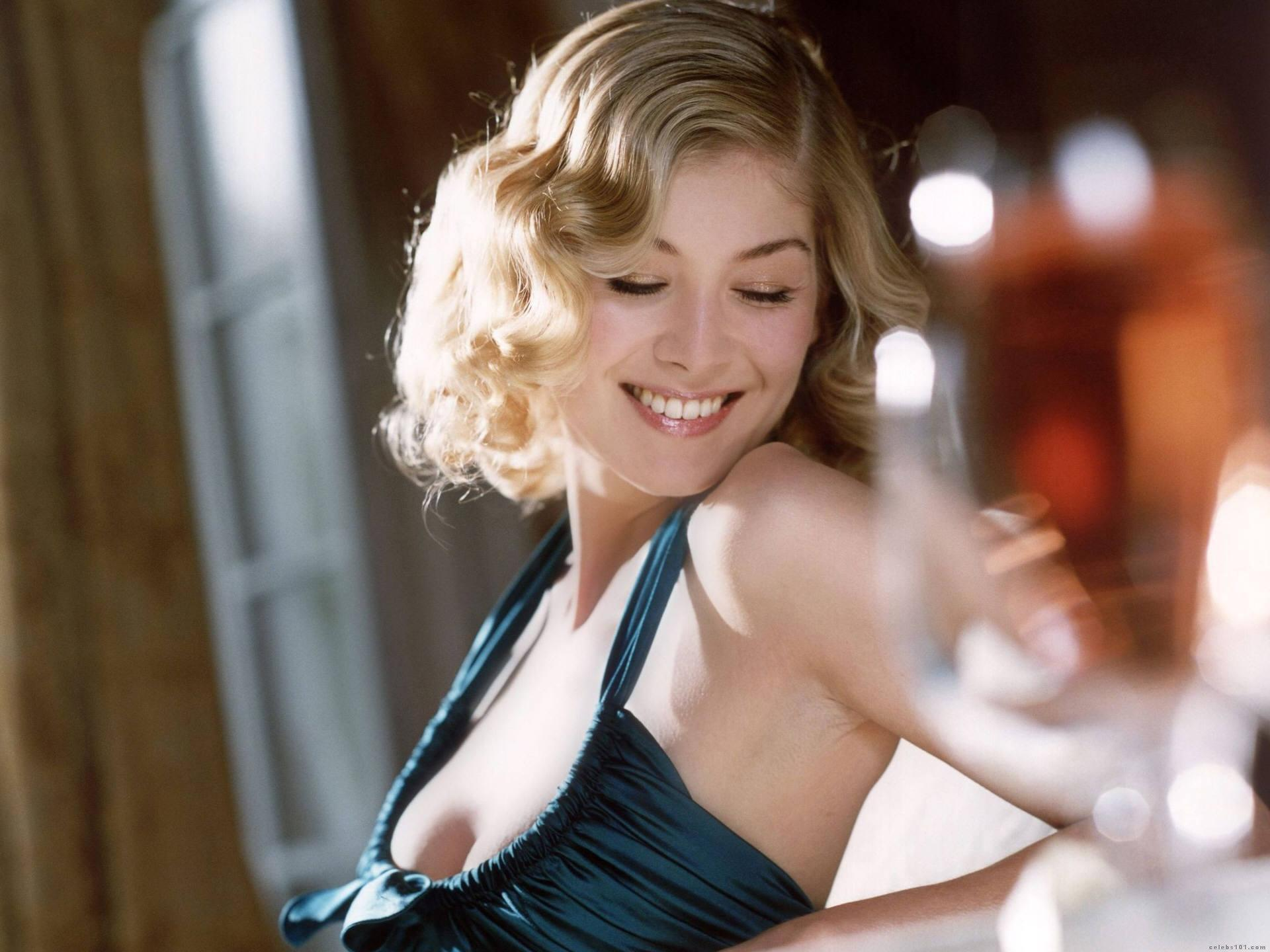 Rosamund Pike Wallpapers Hd