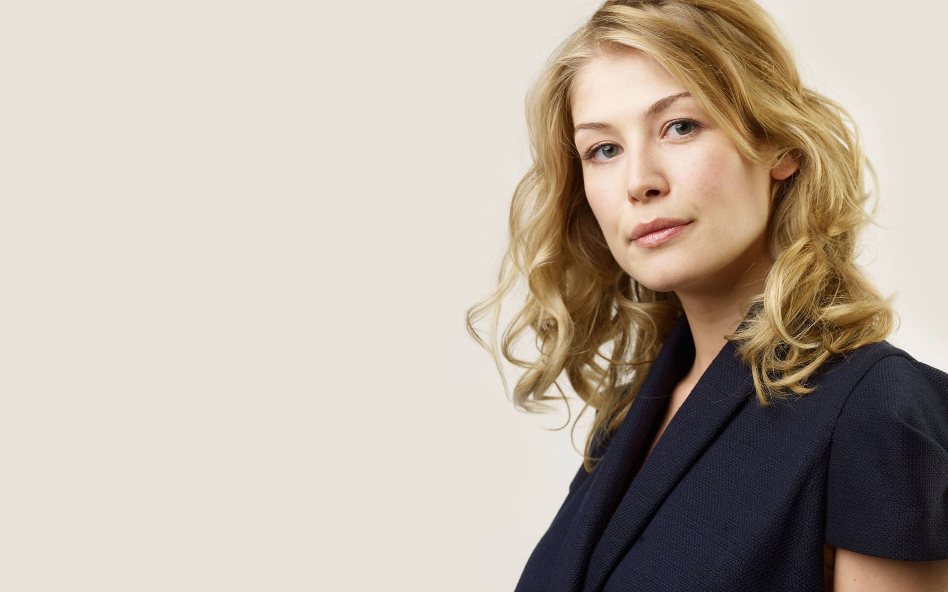 Rosamund Pike Widescreen