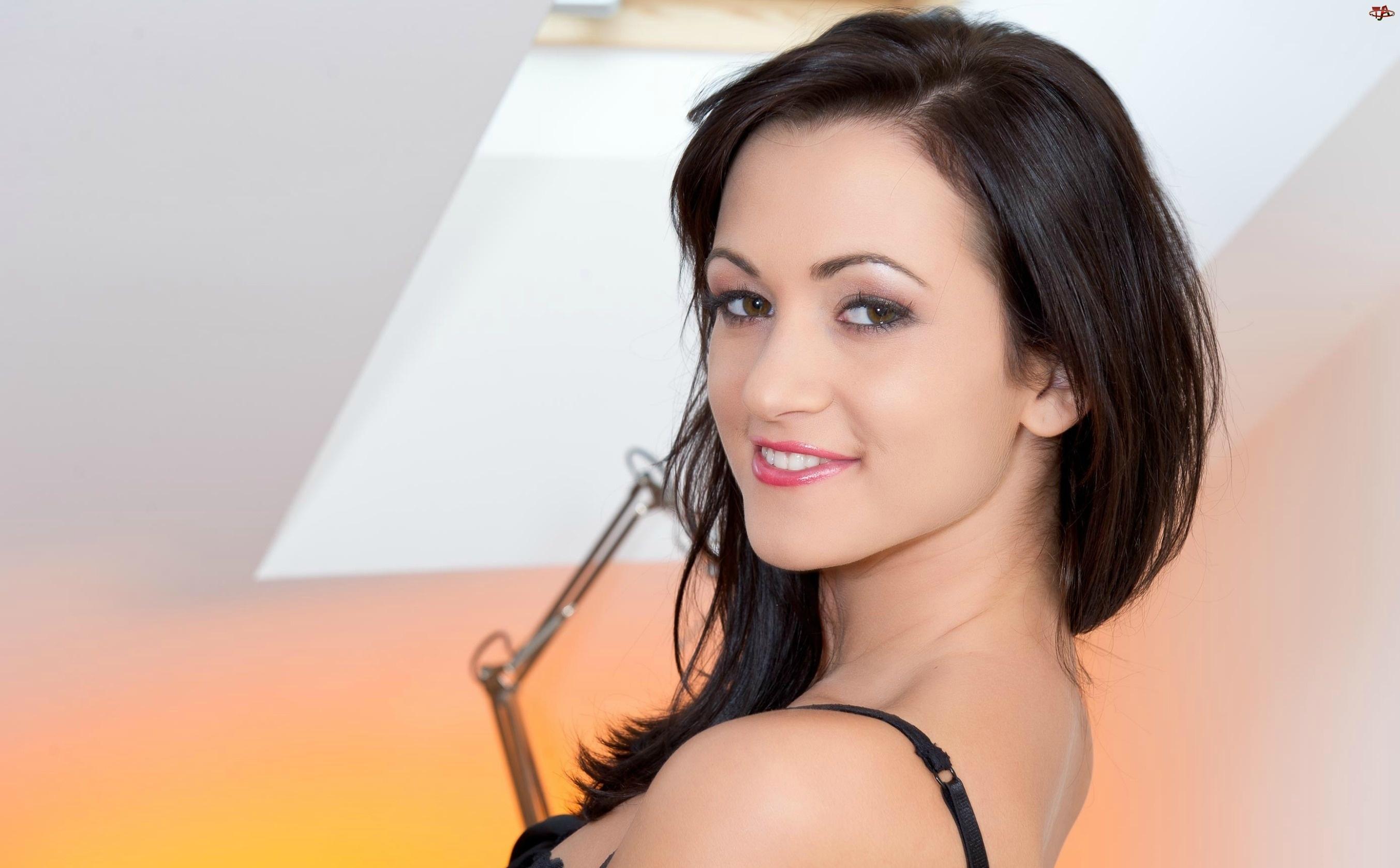 Göttliche Schönheit Tess Lyndon macht Liebe mit Ihrem versauten lesbischen freundin