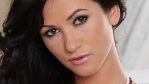 Tess Lyndon Makeup