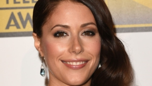 Amanda Crew Teeth Hd Wallpaper