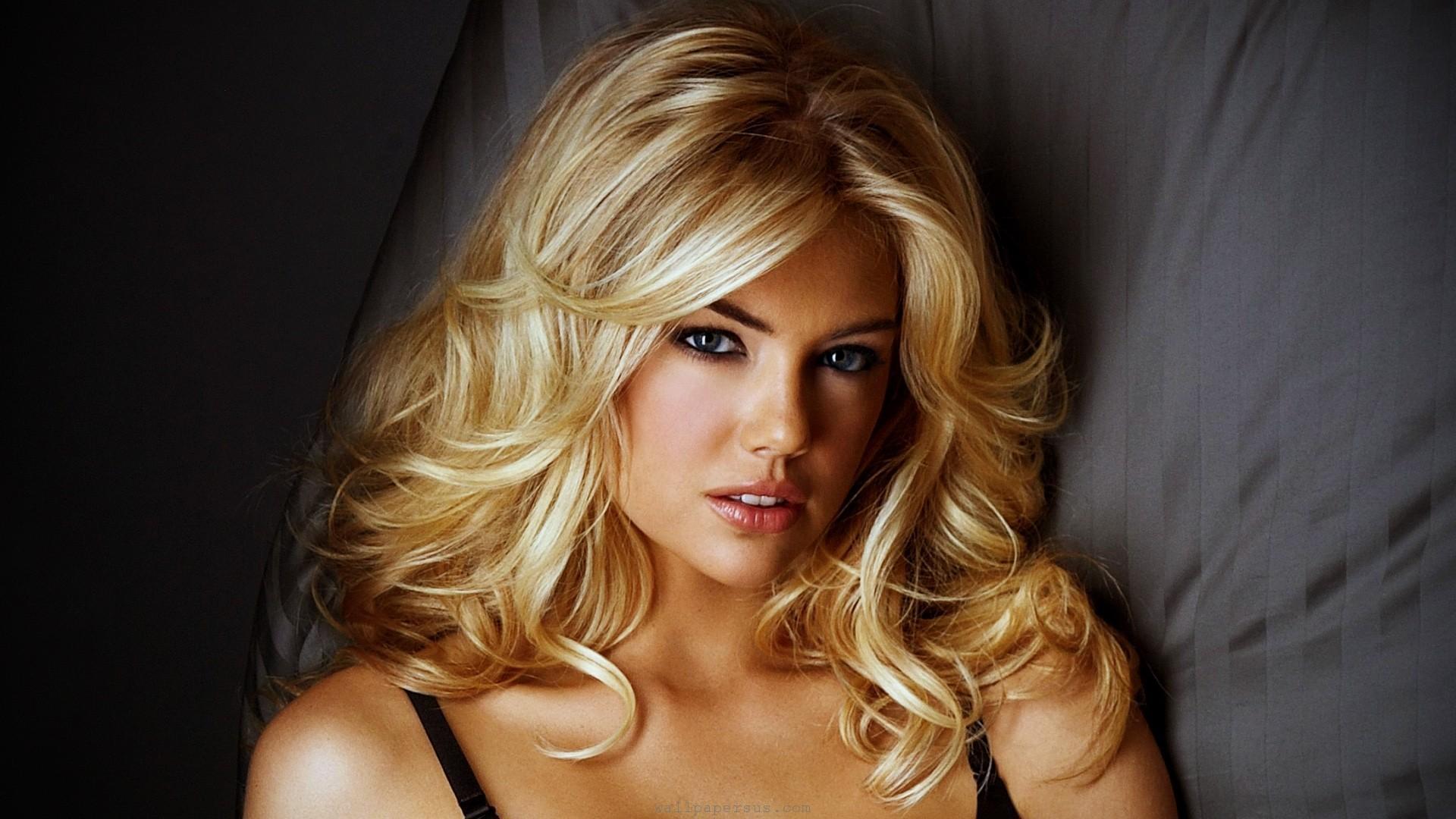 Beautiful Blondes Full Hd