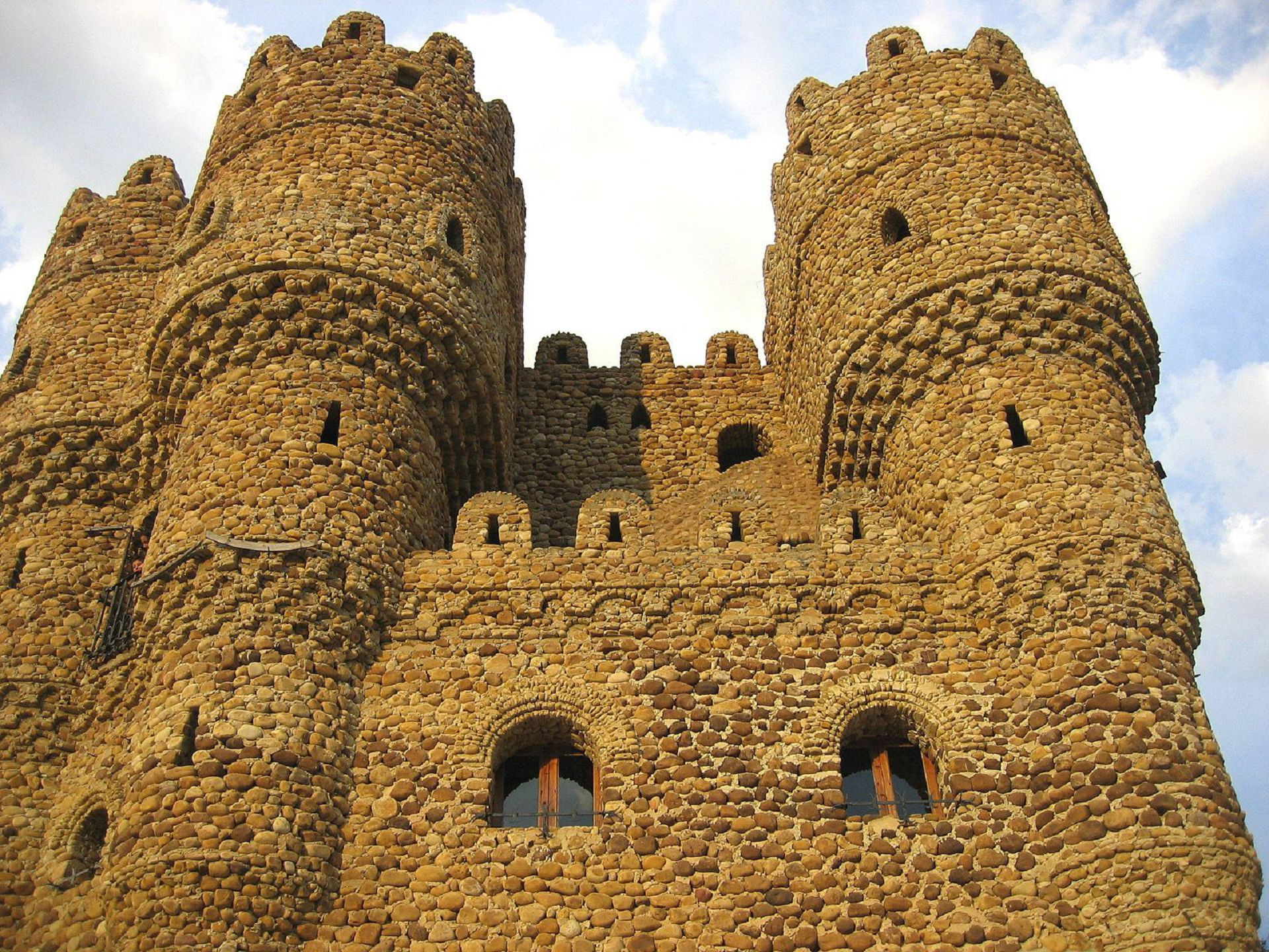 Castillo De La Cueva Background