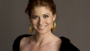 Debra Messing Background
