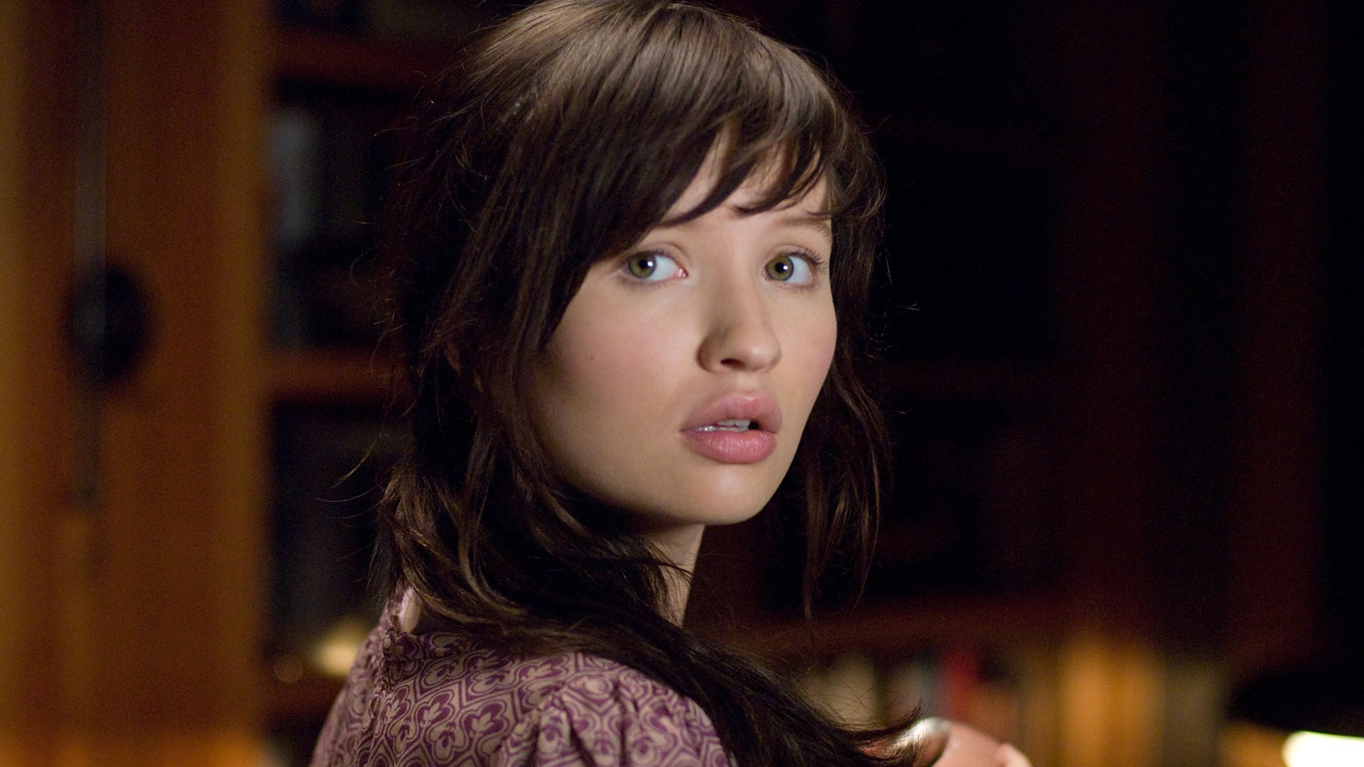Emily Browning Wallpapers Images Photos