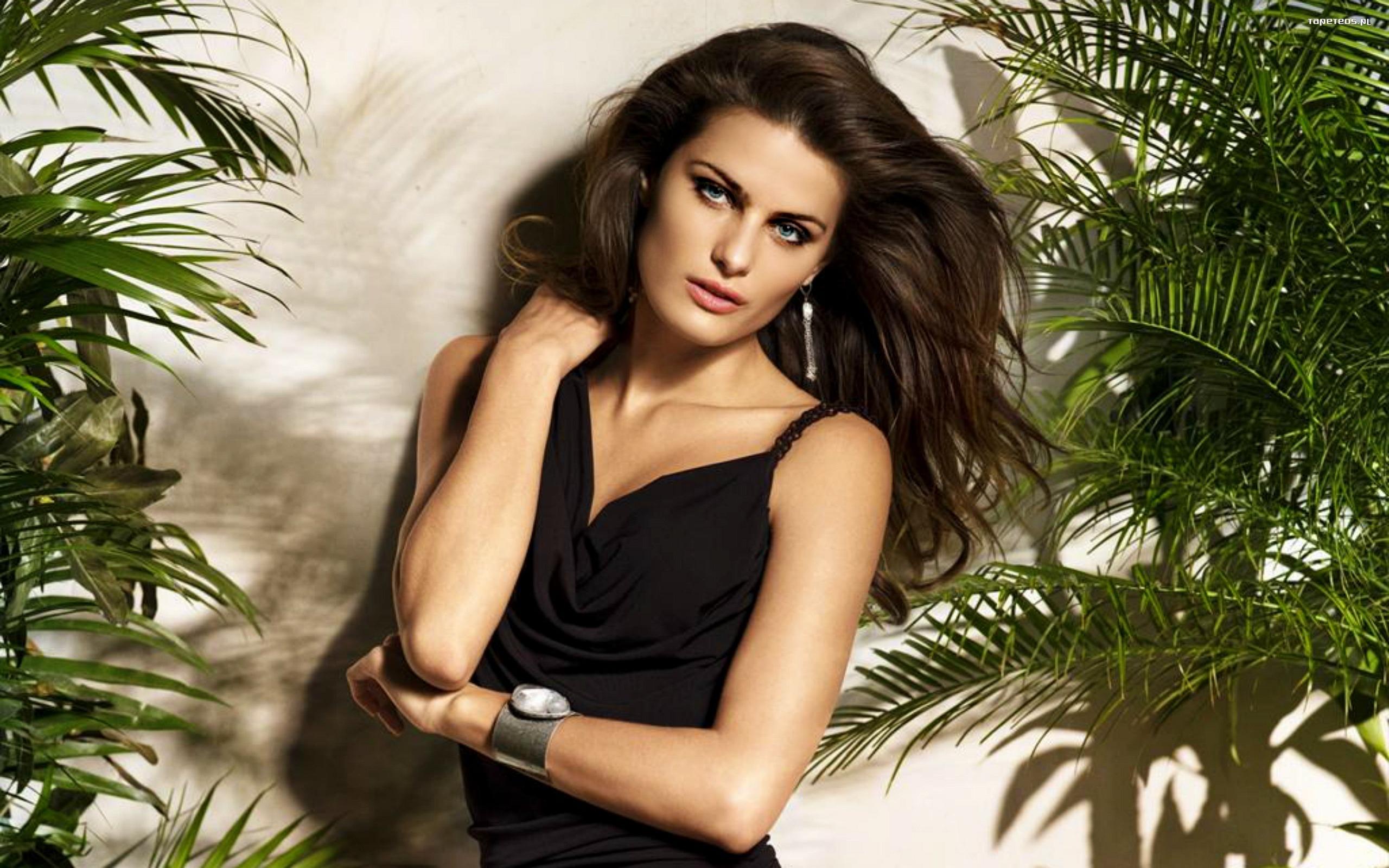 Isabeli Fontana Photos