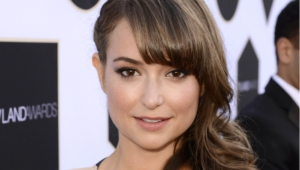 Milana Vayntrub High Quality Wallpapers