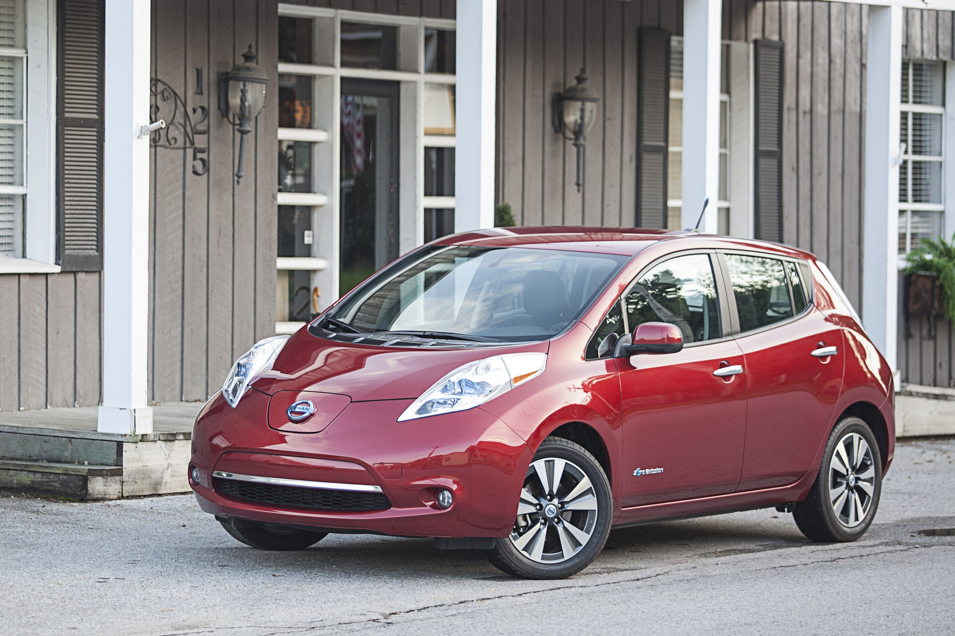 Pictures Of Nissan Leaf