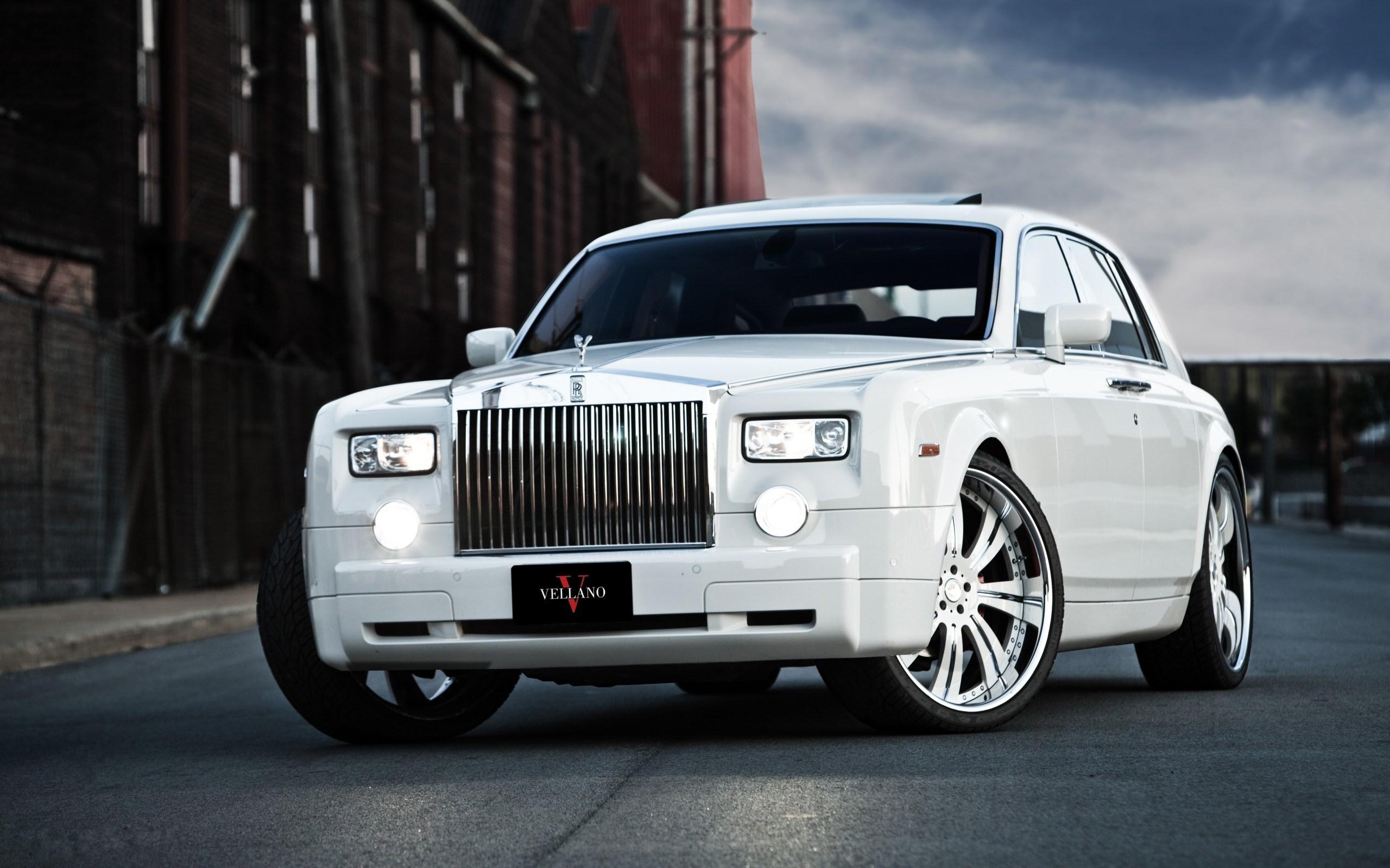 Rolls Royce Ghost Photos
