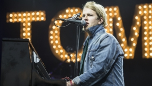 Tom Odell Widescreen