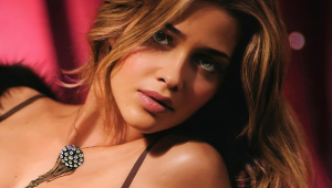 Ana Beatriz Barros Background