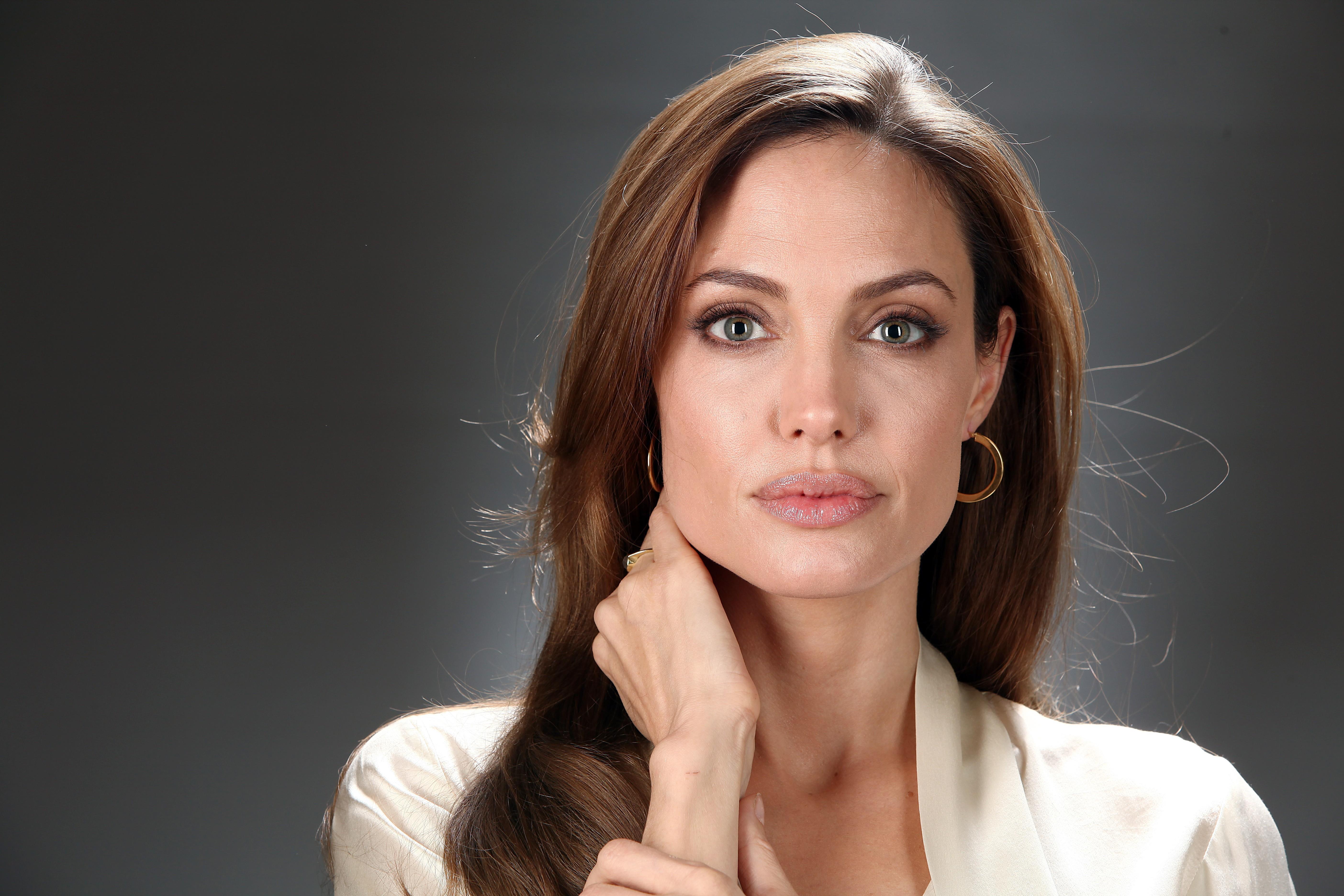 Angelina High Nude Photos 13
