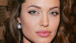 Angelina Jolie Iphone Wallpapers