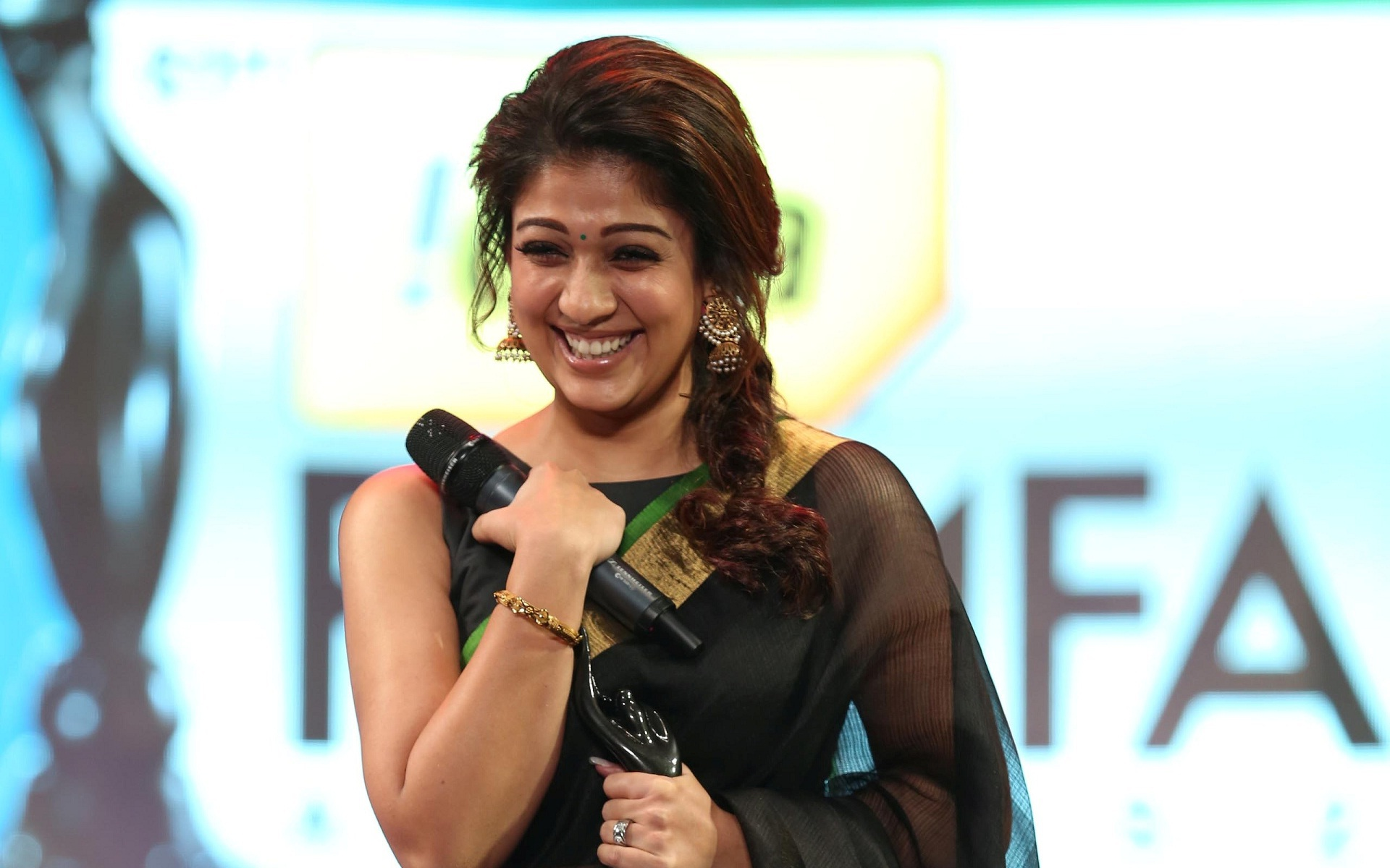 Nayanthara Hd Images 25 Cute Pictures: Nayanthara Wallpapers HD Free Download