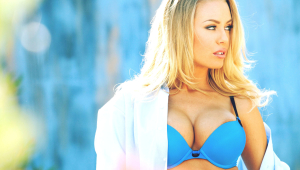 Nicole Aniston Wallpaper
