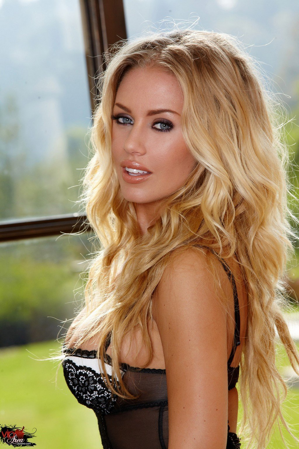 Nicole Aniston Wallpaper For Android