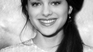 Odeya Rush HD Iphone