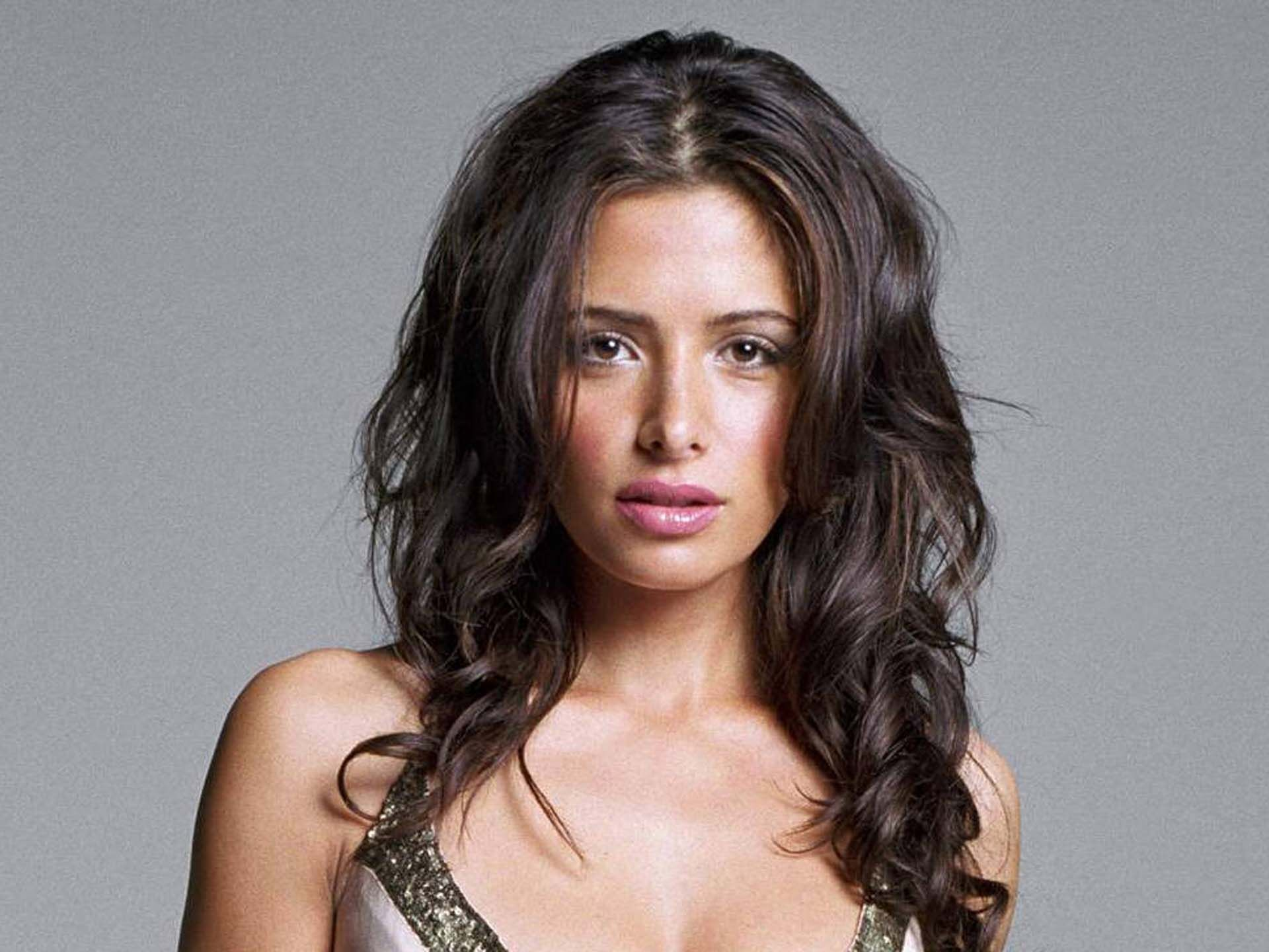 Sarah Shahi HD Wallpapers Free Download in High Quality and Resolution