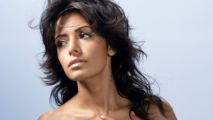 Sarah Shahi Wallpaper For Laptop