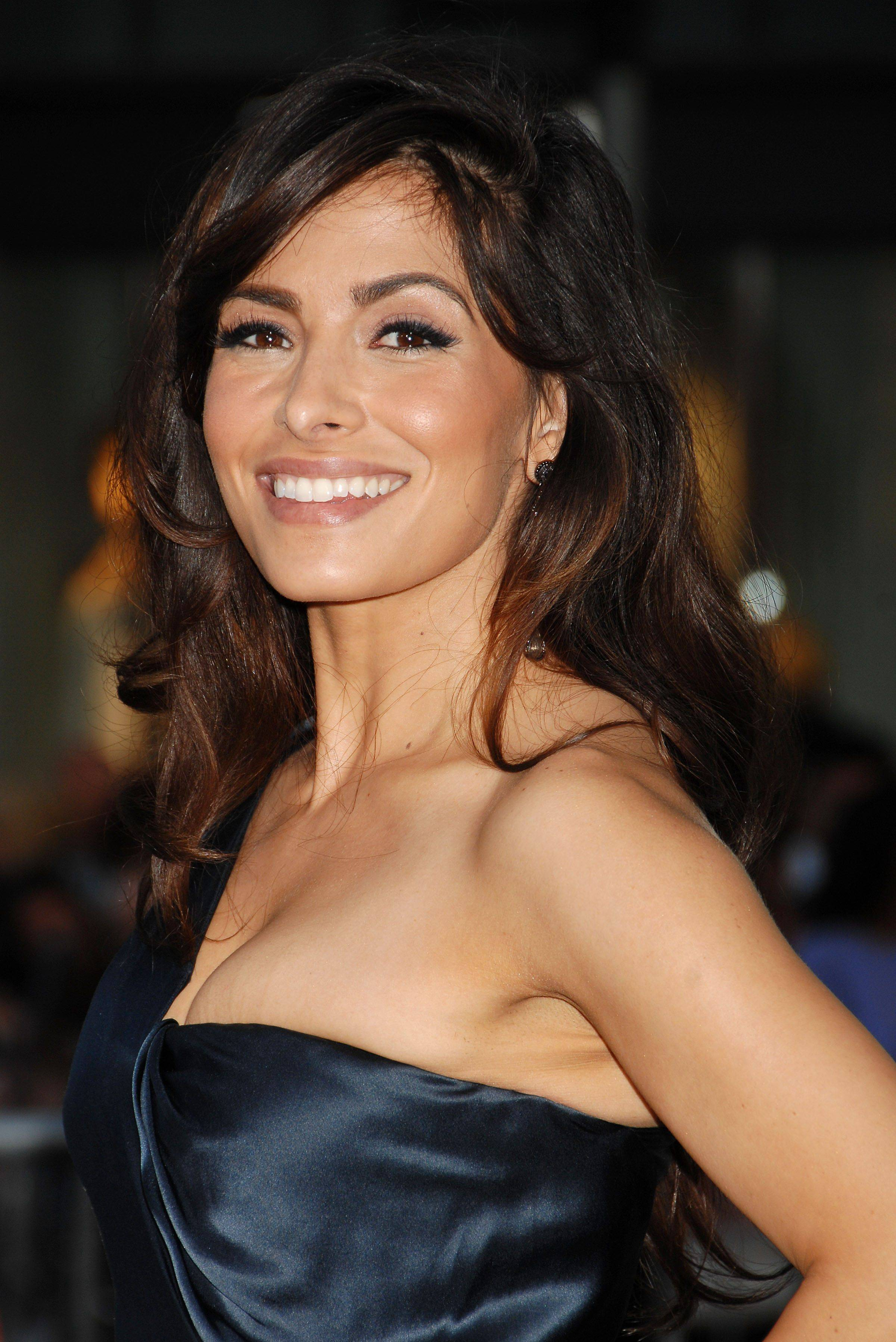 Sarah Shahi Hd Wallpapers Free Download In High Quality