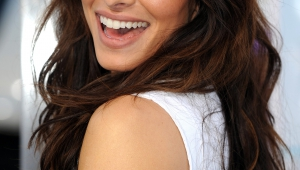 Sarah Shahi Iphone Sexy Wallpapers