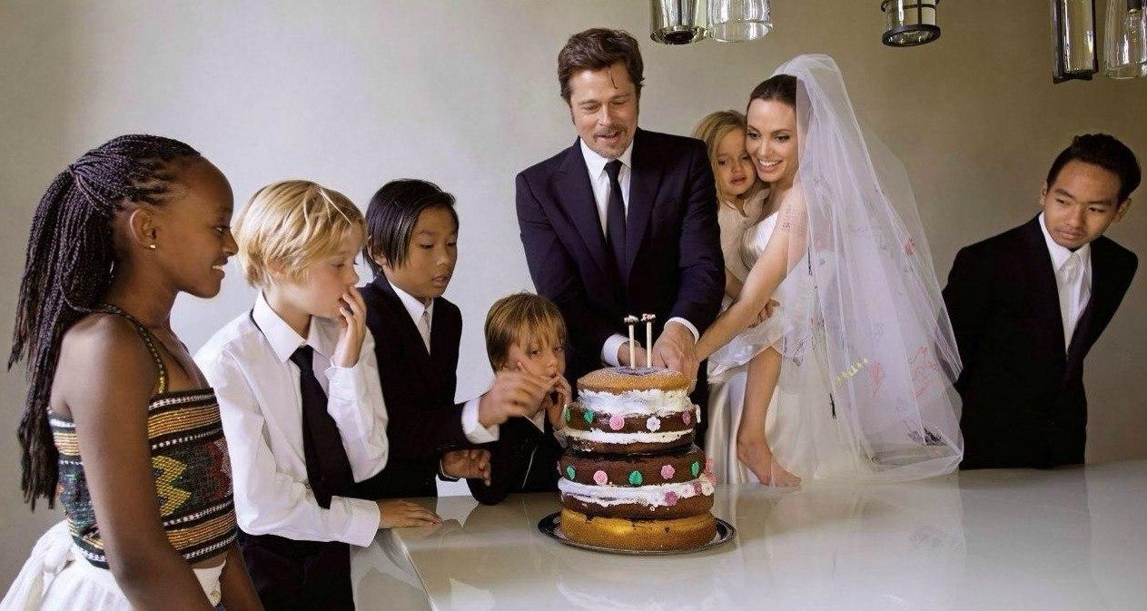 Brad Pitt and Angelina Jolie Wedding All Photos Pictures Angelina Jolie Brad Pitt