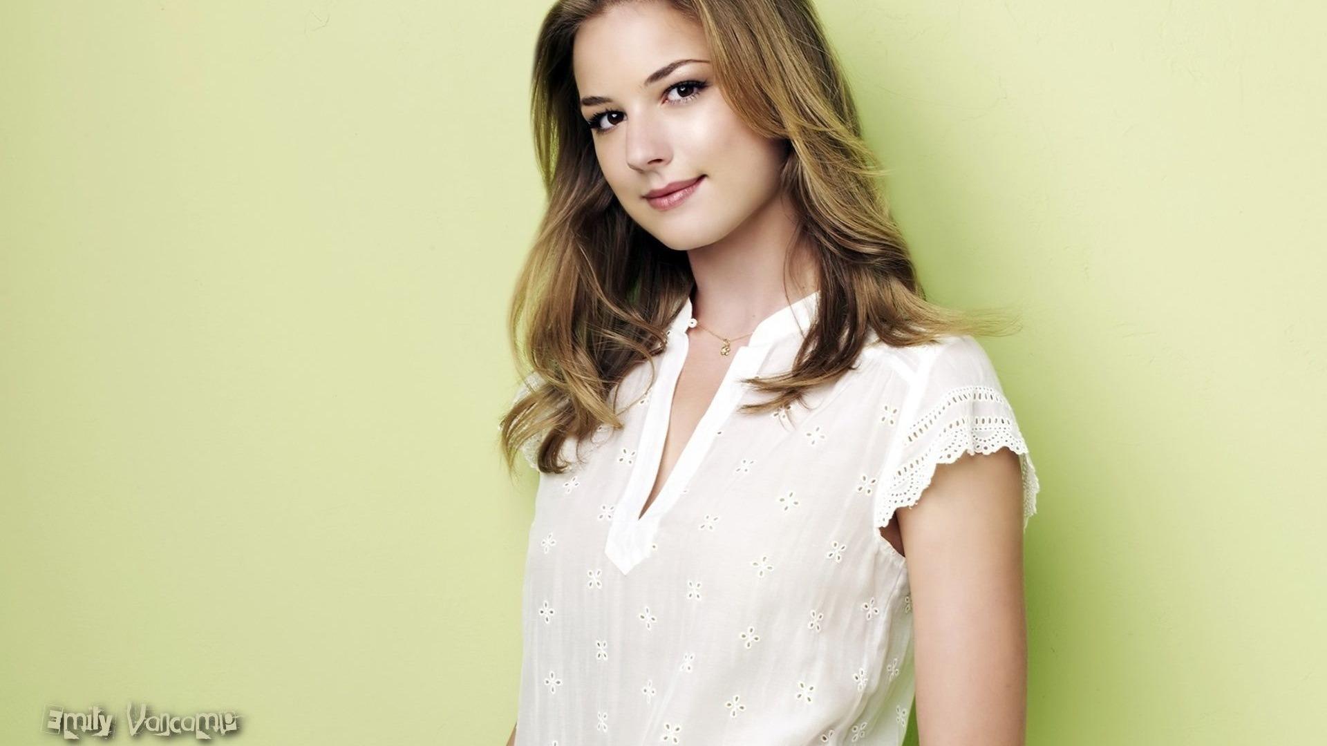 Emily VanCamp Wallpa
