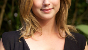 Emily VanCamp Iphone Sexy Wallpapers