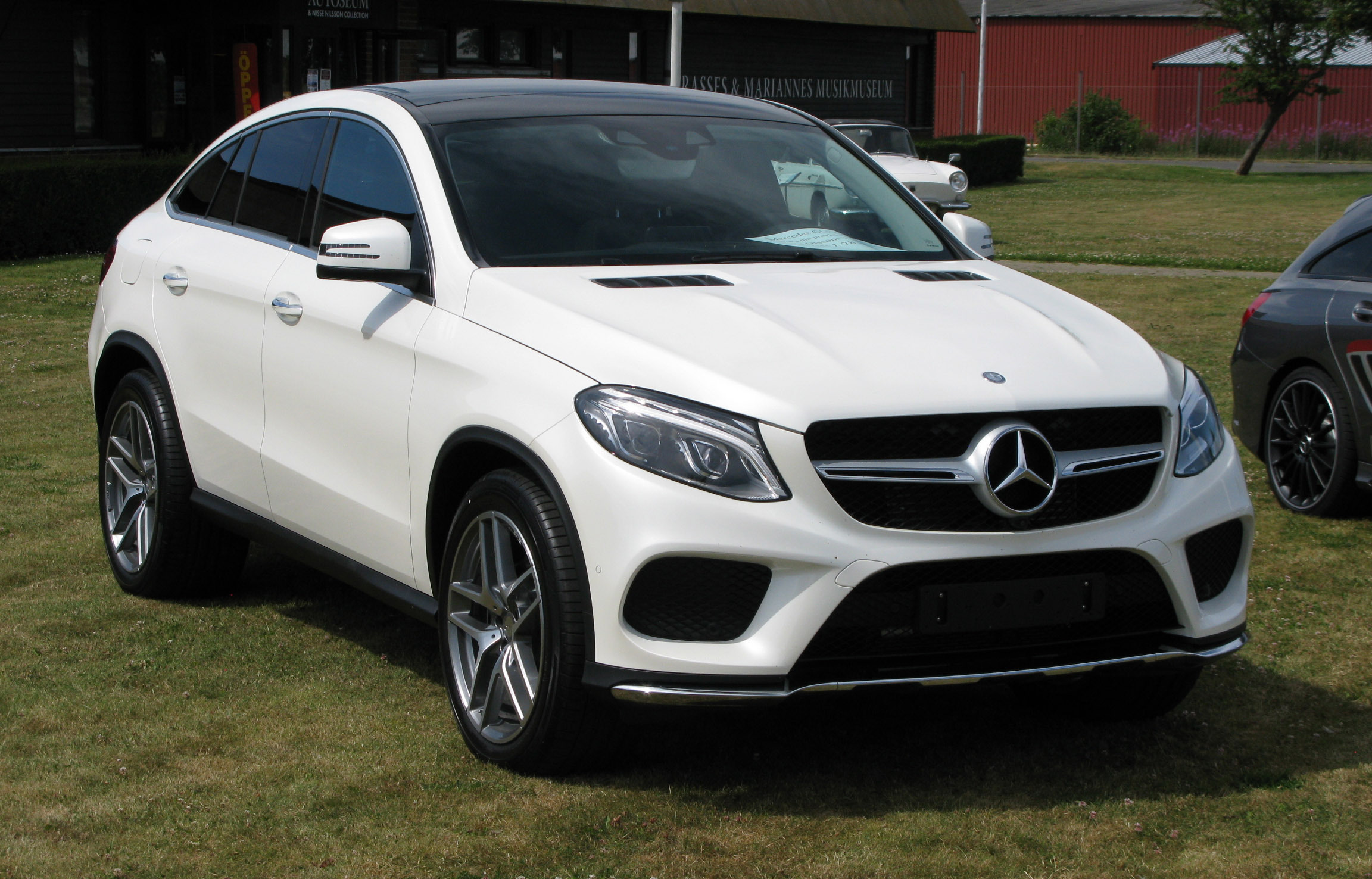 Mercedes benz gle coupe wallpapers images photos pictures for Mercedes benz suv coupe