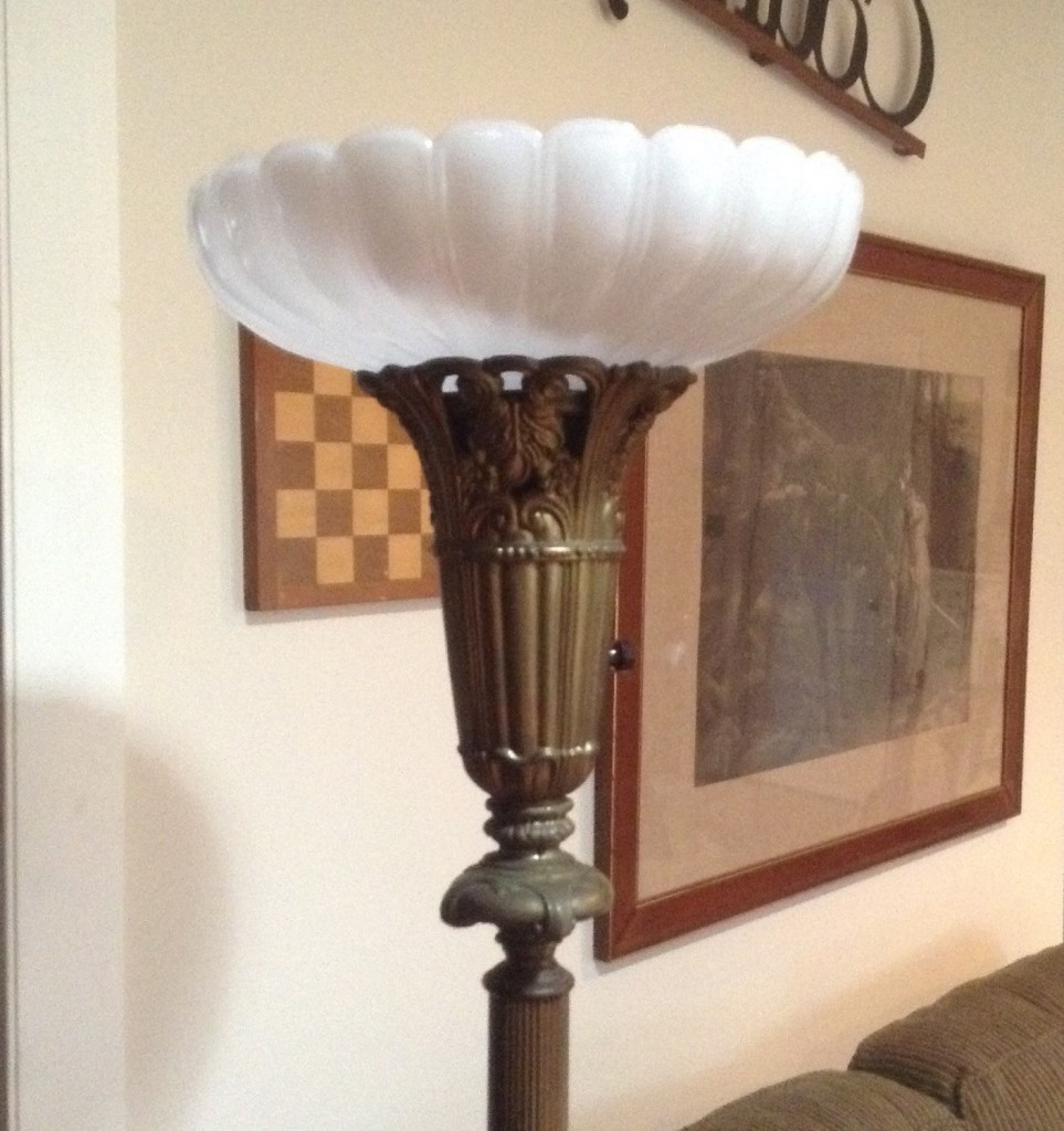Vintage floor lamps in tables images for Antique floor lamp lighted base