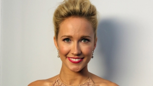Anna Camp HD Background