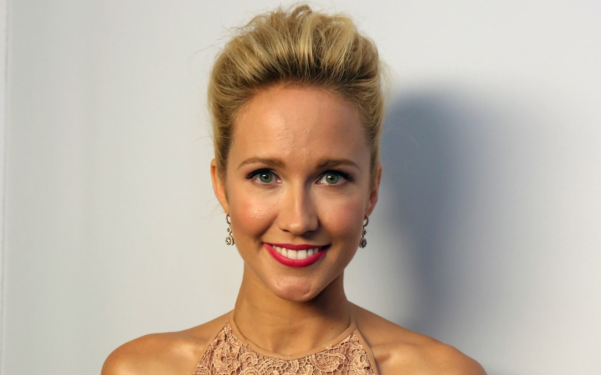 Anna Camp Wallpapers Images Photos Pictures Backgrounds