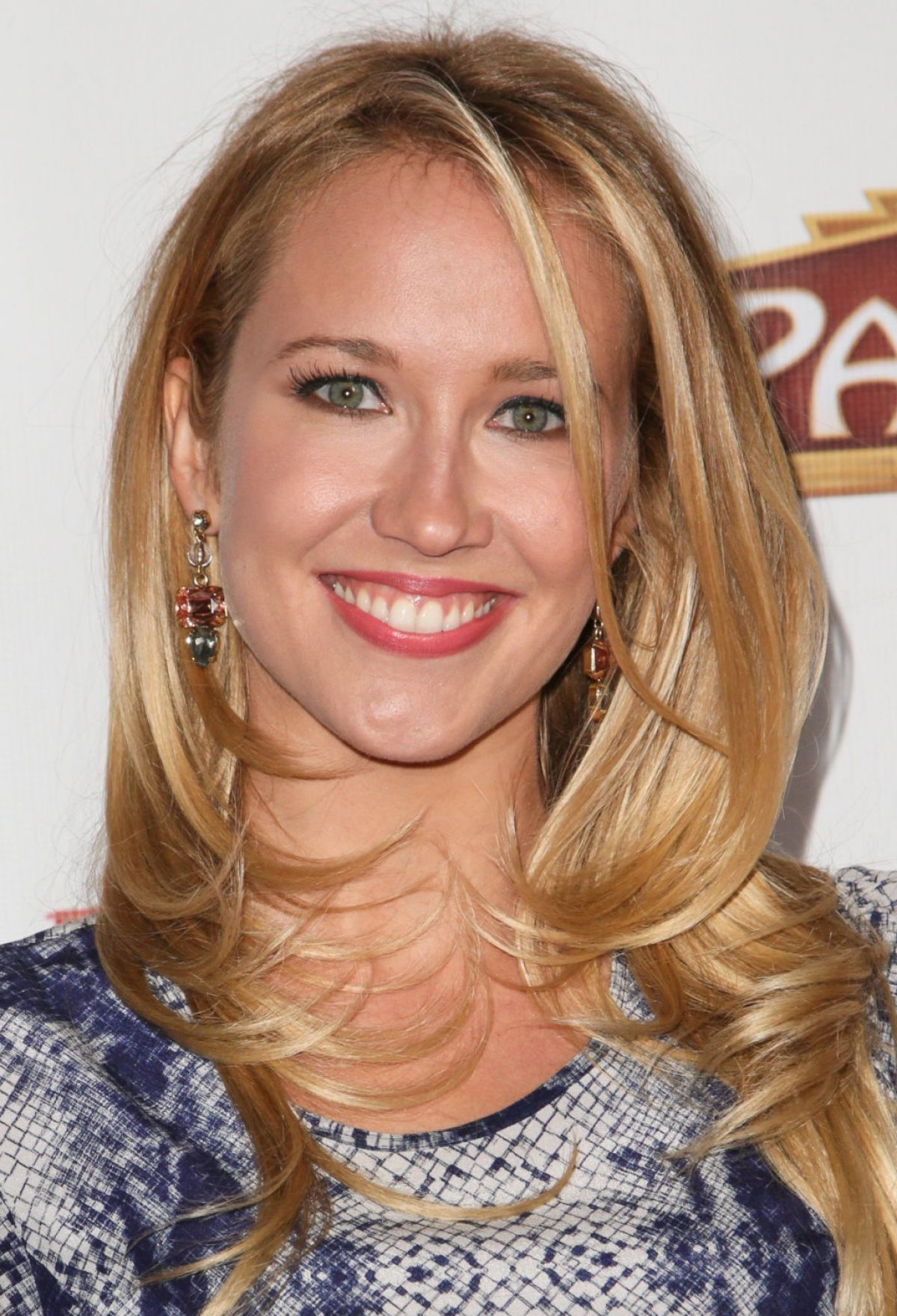 Anna Camp HD Iphone