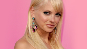Anna Faris HD Background