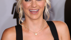 Anna Faris Iphone HD Wallpaper