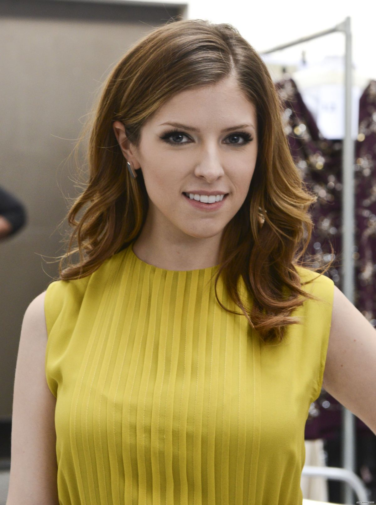 Anna Kendrick Iphone Background