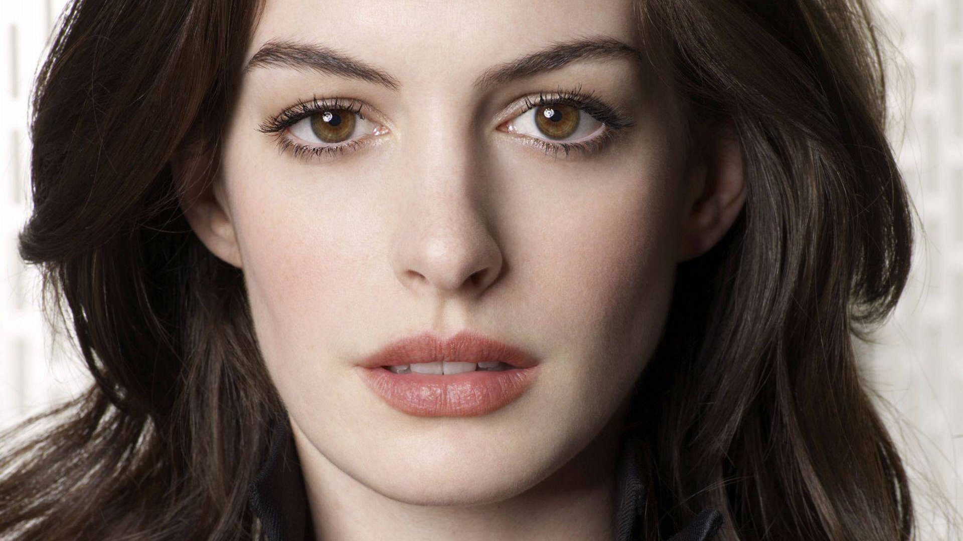 Anne Hathaway Images