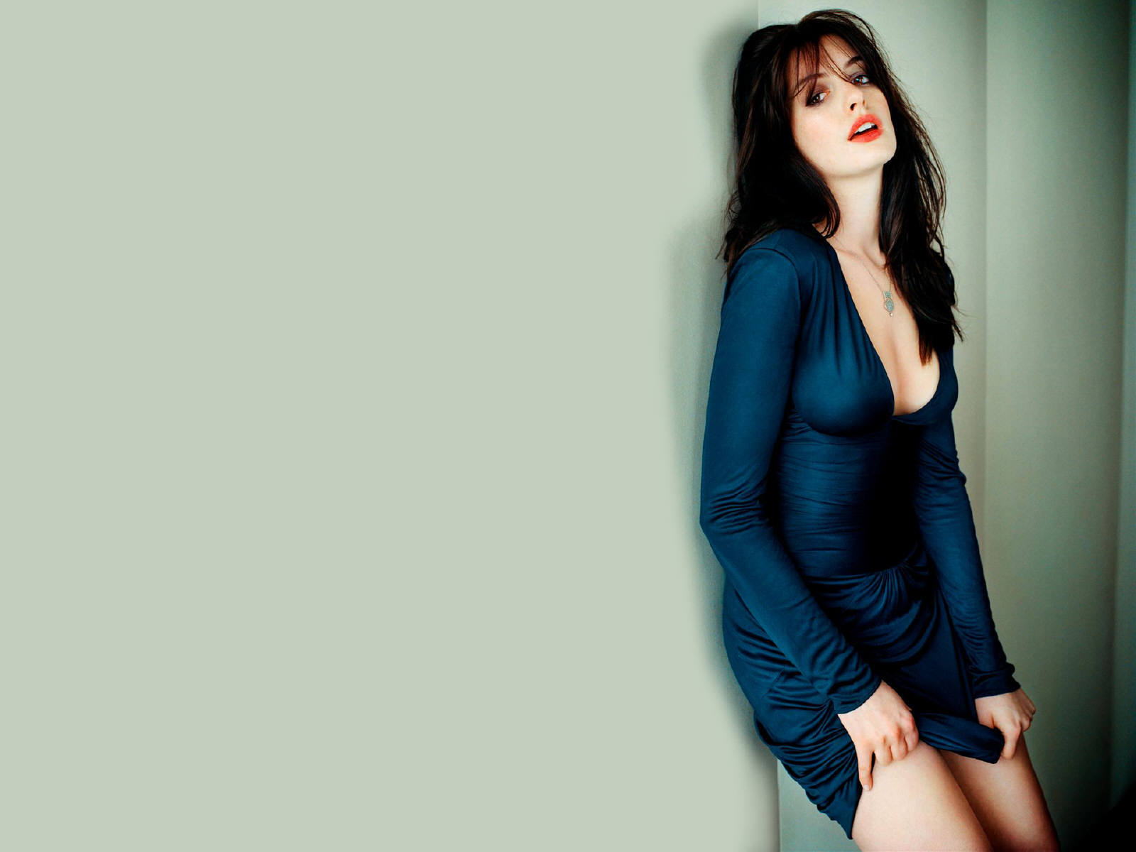 Anne Hathaway For Desktop Background