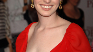 Anne Hathaway Iphone Sexy Wallpapers