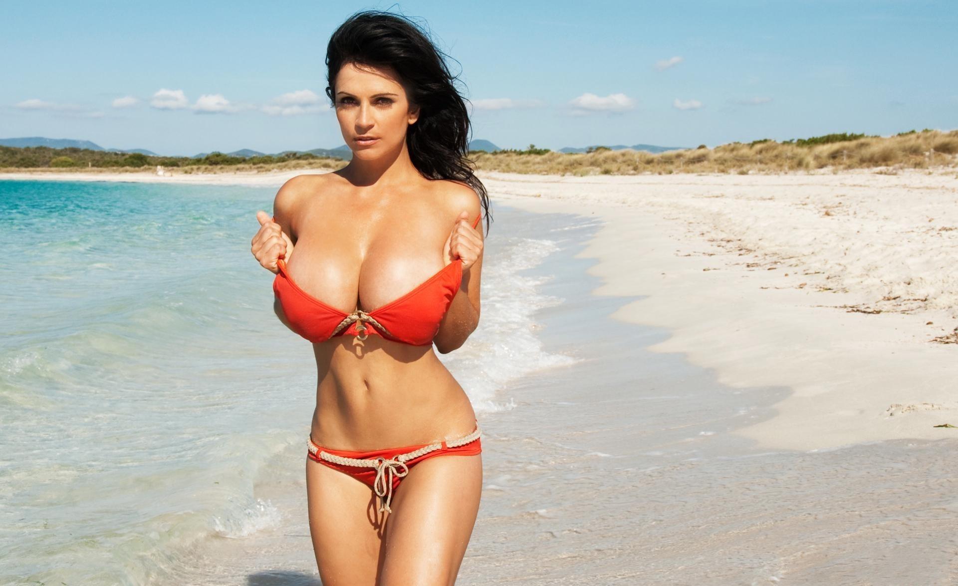 Смотреть грудастые девушки на пляже и с, Секс на пляже - подборка порно видео. Коллекция секс 6 фотография