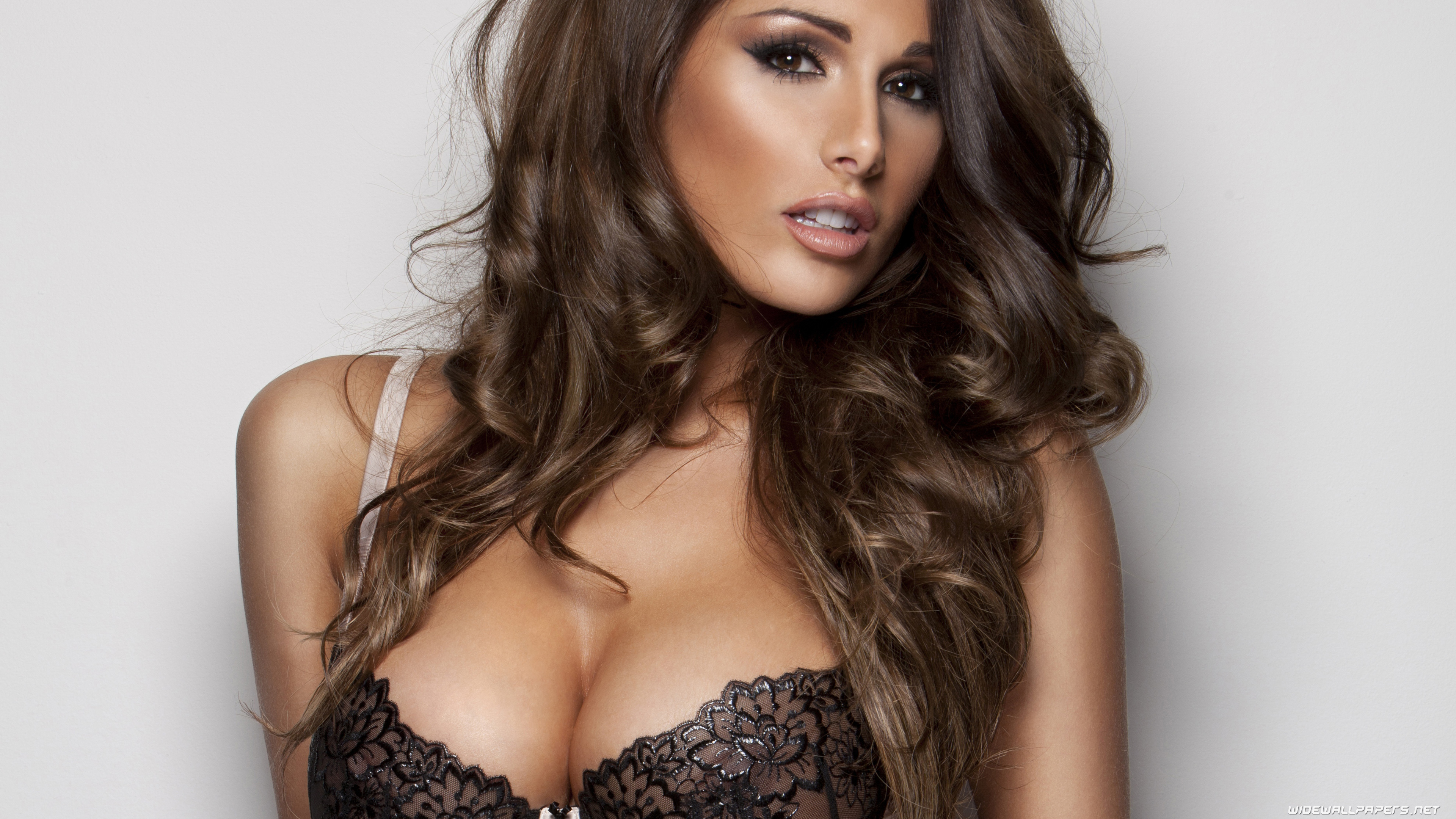 Lucy Pinder HD Background